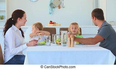 dîner, avoir, ensemble, famille
