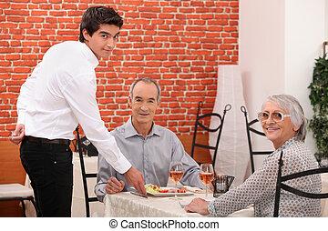 dîner, couple, personnes agées