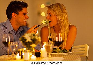 dîner, couple, romantique, jeune
