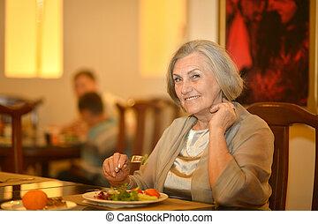 dîner, personne âgée femme, avoir