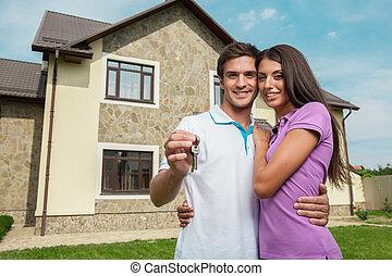 dörr, stämm, hus, par, ung, keys., deras, holdingen, front hemma, färsk, visande