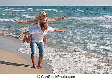 dělat velmi rád pojit, chůze, dále, ta, moře, pláž, v, léto