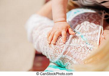 děloha sevření dítě, rukopis