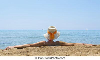 děvče, oceán, čas, seděn oproti vytáhnout loď na břeh