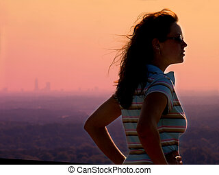 děvče, západ slunce