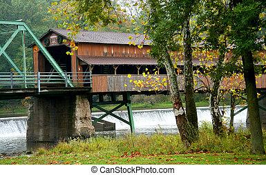 długi, nakrywany most