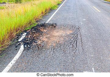 dañado, camino, camino, a, ruina, agrietado, asfalto