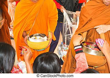 da, alimento, ofrendas, a, un, budista