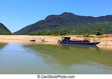 Da Dung Mountains