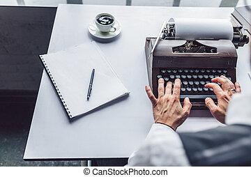 dactylographie, mâle, machine écrire, mains