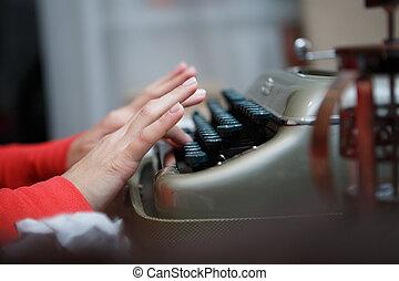 dactylographie, machine écrire, homme, mains