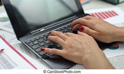 dactylographie, ordinateur portable, femme, mains