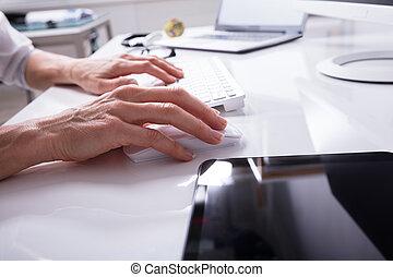 dactylographie, personne affaires, clavier ordinateur