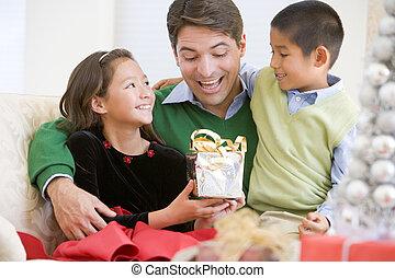 dado, seu, filha, sendo, pai, filho, presente natal