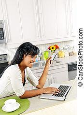 daheim, frau- einkaufen, online