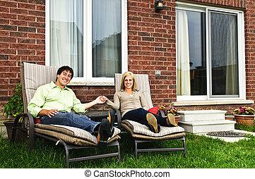 daheim, paar, entspannend, glücklich