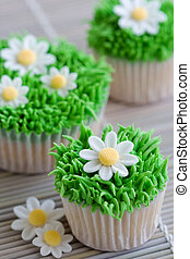 Daisy cupcakes - Cupcakes decorated with frosted grass and...