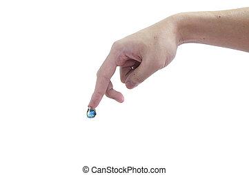 daling van water, met, aarde, binnen, en, hand., de, symbool, van, sparen, planeet