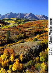 Dallas divide in Autumn - Scenic autumn landscape in...