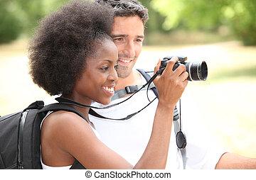 dall'aspetto, coppia, macchina fotografica, turisti