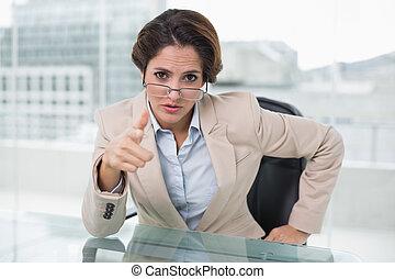 dall'aspetto, donna d'affari, macchina fotografica, irritato