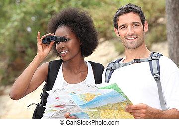 dall'aspetto, mappa, binocolo, turisti, usando