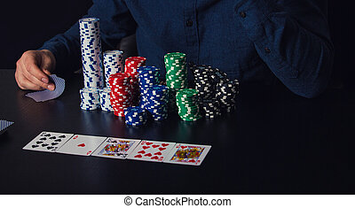 dall'aspetto, poker, concetto, successo, giocatore, suo, sopra, vincitore, torneo, giovane, su, scuro, fondo., cauto, chiudere, gioco, uomo, gioco, schede.