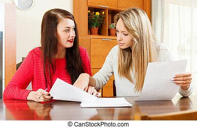 dall'aspetto, serio, documenti, finanziario, donne