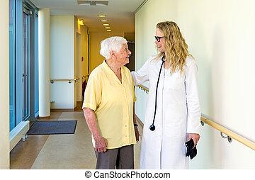 dam, tålmodig, äldre, prata, läkare
