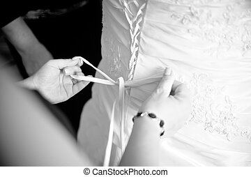 dama honra, ajudando, vestir, cima