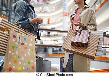dama, mall, przyjaciele, zakupy, gaworząc