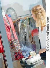 dama, okno shopping