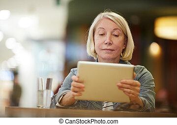 dama, video, zadumany, tabliczka, oglądając