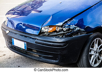 a small blue car damaged in the anterior left lights