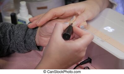 Damaged nail manicure sore finger nail polish base UV lamp