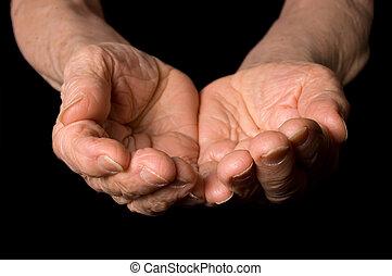 dame a peau noire , vieux, fond, mains