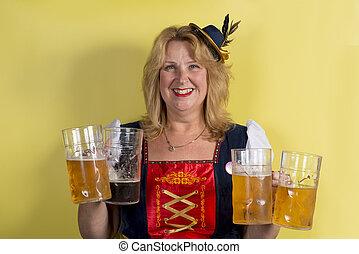 dame, dans, traditionnel, allemand, habillement, tenue, quatre, grandes tasses, de, bière