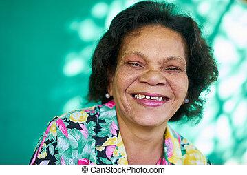 dame, gens, portrait, hispanique, personne agee, rigolote, vrai, femme souriant
