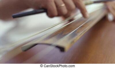 dame, jouer, violoncelle, main
