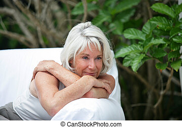 dame, sofa, vieux, jardin