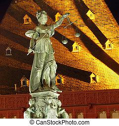 dame, ville, justice, photo, scène, statue, nuit, francfort, germany.