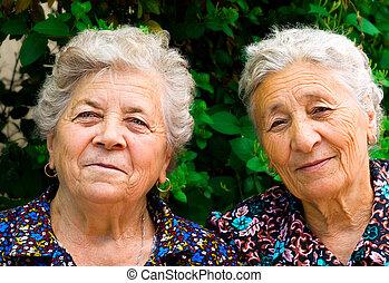 dames, oud, twee