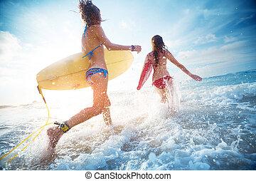 dames, surfers