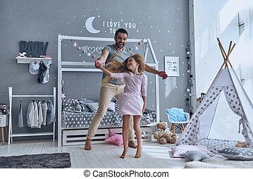 dance!, フルである, 娘, ただ, ダンス, 寝室, 父, 長さ, 間, 手を持つ, 微笑
