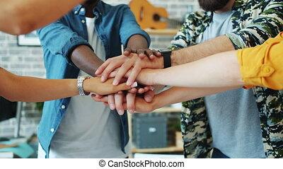 dancing, leden, kantoor, mannen, dan, het putten, team, samen, vrouwen, handen