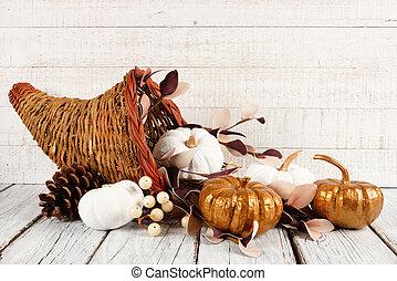 dankzegging, cornucopia, met, witte , en, goud, pompoennen, tegen, witte , hout