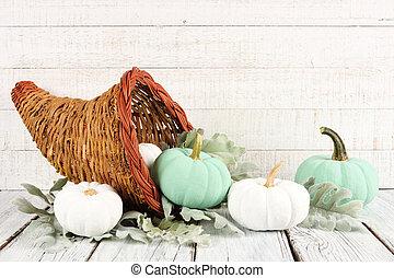 dankzegging, cornucopia, met, witte , en, wintertaling, pompoennen, tegen, witte , hout