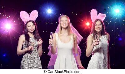 danse, bachelorette, petites amies, mariée, fête, boire, champagne, heureux