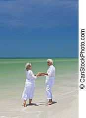 danse, couple, exotique, tenant mains, personne agee, plage, heureux