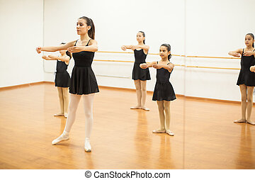 danse, devant, mouvements, pratiquer, miroir